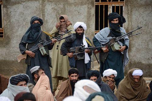 Taliban bất ngờ tấn công căn cứ quân sự của Afghanistan, giết chết 45 người - Ảnh 1