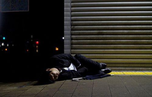 """Nhật Bản đề xuất nghỉ làm sáng thứ 2 để ngăn ngừa tình trạng """"làm việc tới chết"""" - Ảnh 2"""