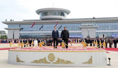 5 điểm nổi bật trong ngày đầu thượng đỉnh liên Triều ở Bình Nhưỡng - Ảnh 4
