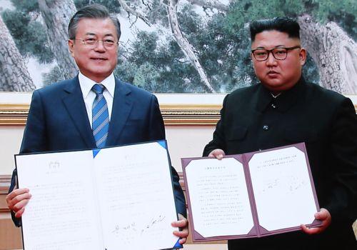 """Hai nhà lãnh đạo Hàn-Triều ký kết tuyên bố chung, """"bước nhảy vọt"""" tới hòa bình khu vực - Ảnh 1"""