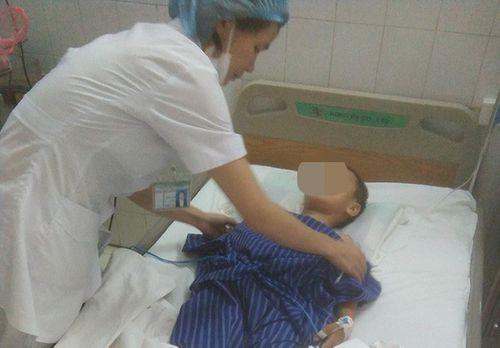 Lạng Sơn: Bố say rượu chém con trai 7 tuổi bị thương - Ảnh 1