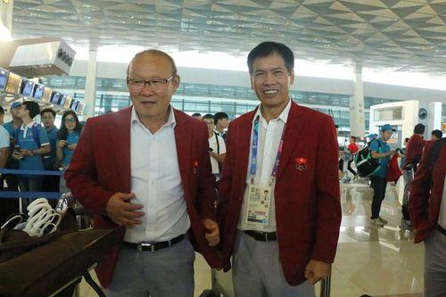 Khoảnh khắc đội tuyển Olympic Việt Nam được chào đón tại sân bay Nội Bài  - Ảnh 6