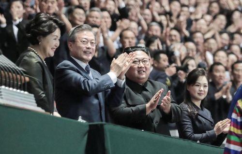 Khoảnh khắc lịch sử: Tổng thống Hàn Quốc lần đầu phát biểu trước người dân Triều Tiên - Ảnh 1