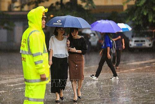 Người dân Hà Nội và các tỉnh đội mưa đến viếng Chủ tịch nước Trần Đại Quang - Ảnh 2