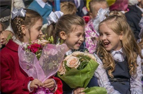Trẻ em trên thế giới đón khai giảng như thế nào? - Ảnh 5