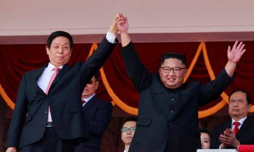 Cận cảnh dàn vũ khí hùng hậu của Triều Tiên trong lễ duyệt binh mừng quốc khánh - Ảnh 1