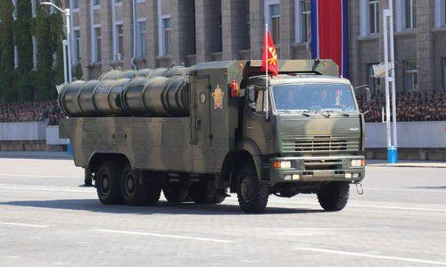 Cận cảnh dàn vũ khí hùng hậu của Triều Tiên trong lễ duyệt binh mừng quốc khánh - Ảnh 2