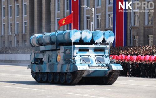 Cận cảnh dàn vũ khí hùng hậu của Triều Tiên trong lễ duyệt binh mừng quốc khánh - Ảnh 3