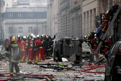 Vụ nổ lớn tại trung tâm Paris: 2 lính cứu hỏa thiệt mạng, số người bị thương tăng lên 47 - Ảnh 2
