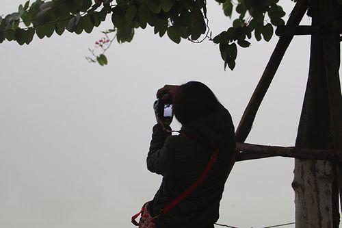 Chùm ảnh: Sương mù dày đặc, người dân thủ đô ngỡ như đang ở Sapa - Ảnh 8