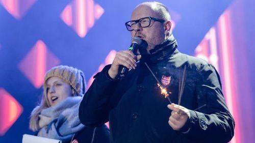 Video: Khoảnh khắc thị trưởng Ba Lan bị đâm ngay trên sân khấu trong sự kiện từ thiện - Ảnh 1