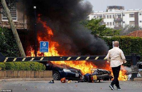 Ám ảnh hiện trường vụ tấn công khủng bố ở Kenya khiến ít nhất 15 người thiệt mạng - Ảnh 12