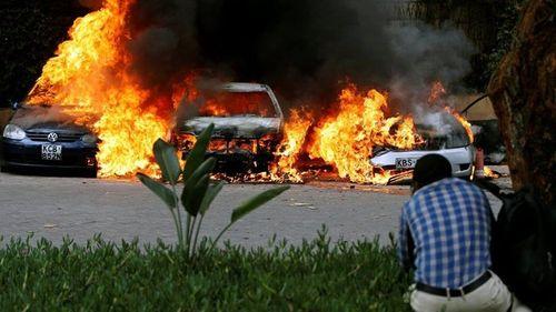 Ám ảnh hiện trường vụ tấn công khủng bố ở Kenya khiến ít nhất 15 người thiệt mạng - Ảnh 8