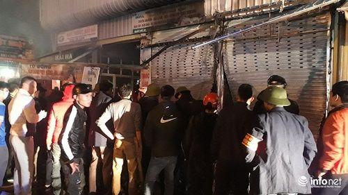 Thanh Hóa: Chợ đầu mối lớn nhất cháy trong đêm, nhiều hàng hóa bị thiêu rụi - Ảnh 2