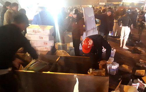 Thanh Hóa: Chợ đầu mối lớn nhất cháy trong đêm, nhiều hàng hóa bị thiêu rụi - Ảnh 4