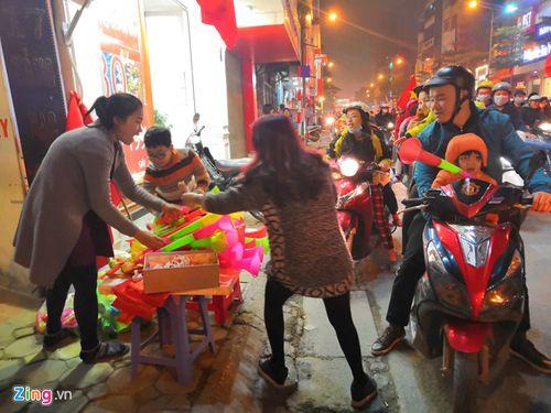 Hàng triệu CĐV vỡ òa hạnh phúc, đổ ra đường mừng đội tuyển Việt Nam lập kỳ tích tại Asian Cup 2019 - Ảnh 11