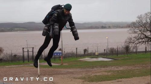 Anh phát triển thành công trang phục giúp quân nhân bay lượn như siêu nhân - Ảnh 1