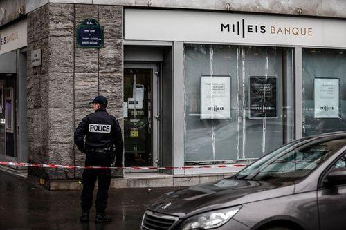 Nhóm cướp vũ trang vét sạch 30 két sắt tại ngân hàng tại Pháp - Ảnh 1