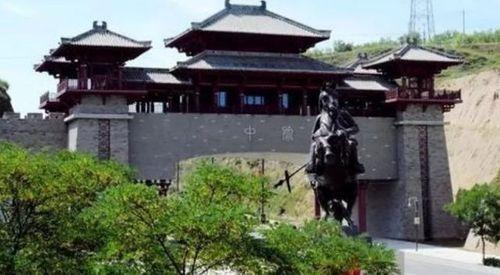 """Huyện nghèo Trung Quốc hứng """"gạch đá"""" chỉ trích vì xây cổng chào triệu đô - Ảnh 1"""