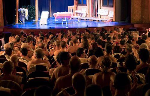 """Lạ lẫm nhà hát """"gây sốt"""" giữa lòng thủ đô Paris: Diễn viên và khán giả đều khỏa thân - Ảnh 1"""