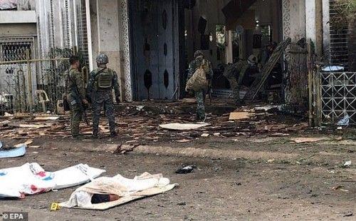 Chính quyền Philippines tuyên bố cứng rắn sau thảm kịch đánh bom đẫm máu - Ảnh 1