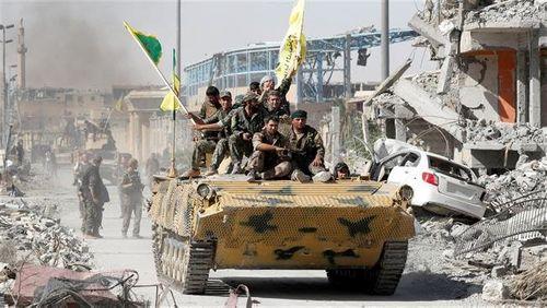 """Quân đội Syria rầm rộ đưa xe tăng, vũ khí hạng nặng tới """"tử trận"""" Idlib - Ảnh 2"""