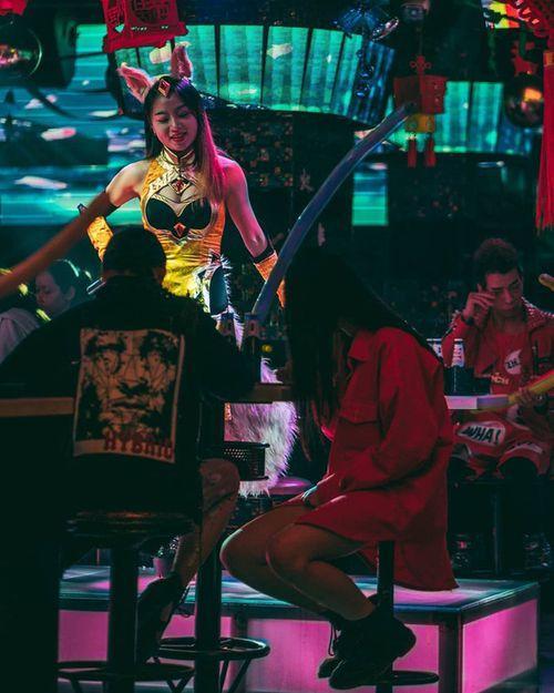Đột kích CLB trai đẹp dành cho quý bà ở Thượng Hải: Chỉ trò chuyện, lương tháng hơn 270 triệu - Ảnh 3
