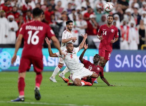 UAE khiếu nại 2 cầu thủ Qatar không đủ điều kiện thi đấu, kết quả trận bán kết sẽ đảo chiều? - Ảnh 2