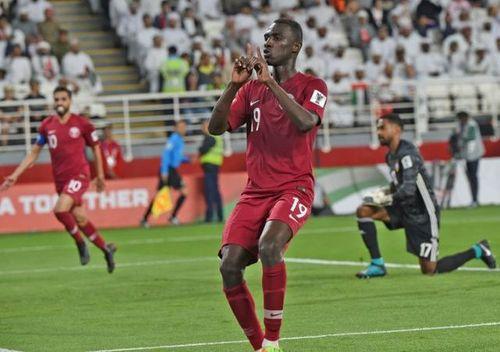 UAE khiếu nại 2 cầu thủ Qatar không đủ điều kiện thi đấu, kết quả trận bán kết sẽ đảo chiều? - Ảnh 1