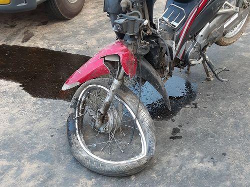 Hiện trường vụ xe ben lật đè 2 xe máy, 3 người thương vong ở Sài Gòn - Ảnh 2