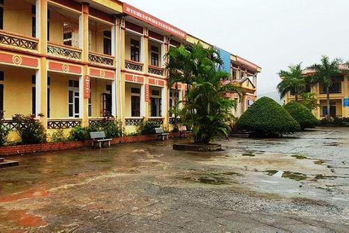 12 học sinh tiểu học bị chó cảnh cắn ngay trong sân trường  - Ảnh 2