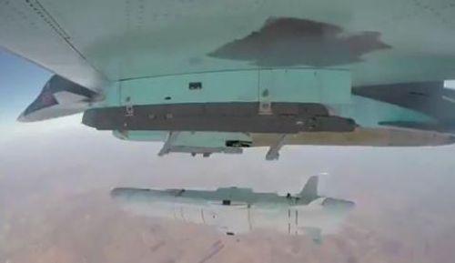 Video: Cận cảnh Nga phóng tên lửa diệt hạm, phá nát căn cứ khủng bố tại Syria - Ảnh 1