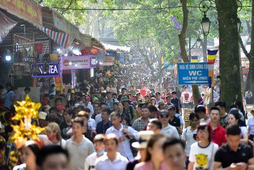 Hàng vạn du khách đổ về ngày đầu khai hội chùa Hương, bến đò chật cứng người - Ảnh 6
