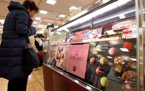 Phụ nữ Nhật Bản phản đối nghĩa vụ tặng chocolate cho đồng nghiệp nam ngày Valentine - Ảnh 1