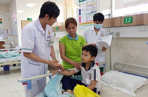 22 học sinh nhập viện nghi ngộ độc thực phẩm sau bữa ăn trưa tại nhà cô giáo - Ảnh 1