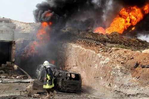 """Syria """"bùng cháy"""": Đánh bom kép tại Idlib, gần 50 người thương vong - Ảnh 1"""