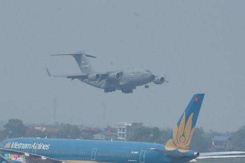 'Ngựa thồ' C-17 chở trực thăng của Tổng thống Mỹ hạ cánh tại sân bay Nội Bài - Ảnh 4