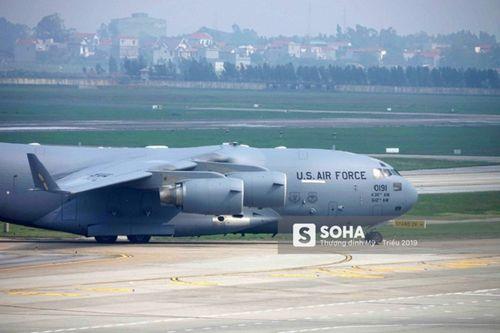 'Ngựa thồ' C-17 chở trực thăng của Tổng thống Mỹ hạ cánh tại sân bay Nội Bài - Ảnh 6