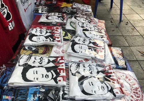 Cửa hàng tại Hà Nội bán áo in hình hai nhà lãnh đạo Mỹ-Triều hốt bạc triệu mỗi ngày - Ảnh 1