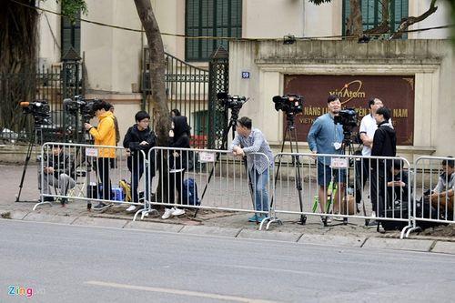 300 miếng ghép hàng rào hai lớp được dựng trước khách sạn Melia, nơi đoàn Triều Tiên vừa tới - Ảnh 10