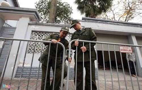 300 miếng ghép hàng rào hai lớp được dựng trước khách sạn Melia, nơi đoàn Triều Tiên vừa tới - Ảnh 5