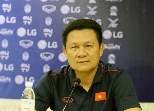HLV Quốc Tuấn chỉ trích trọng tài sau trận thua đầy tiếc nuối của U22 Việt Nam - Ảnh 1