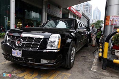 """Cận cảnh xe """"quái thú"""" Cadillac One của Tổng thống Mỹ lăn bánh trên đường phố Hà Nội - Ảnh 9"""