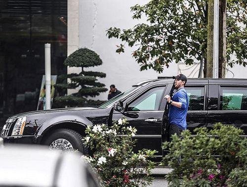 """Cận cảnh xe """"quái thú"""" Cadillac One của Tổng thống Mỹ lăn bánh trên đường phố Hà Nội - Ảnh 12"""