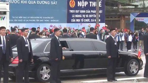 Cận cảnh Chủ tịch Kim Jong Un tươi cười rạng rỡ tại ga Đồng Đăng - Ảnh 4