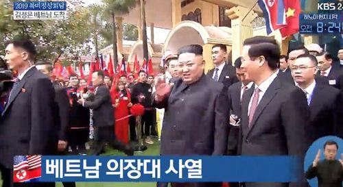 Cận cảnh Chủ tịch Kim Jong Un tươi cười rạng rỡ tại ga Đồng Đăng - Ảnh 6