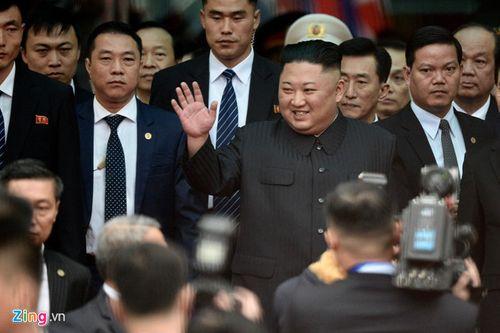 Cận cảnh Chủ tịch Kim Jong Un tươi cười rạng rỡ tại ga Đồng Đăng - Ảnh 7