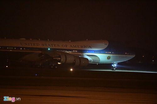 Những hình ảnh đầu tiên của Tổng thống Trump tại sân bay Nội Bài  - Ảnh 4