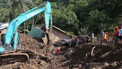 Sập mỏ vàng do lở đất tại Indonesia, 60 người bị chôn vùi trong đống đổ nát - Ảnh 1