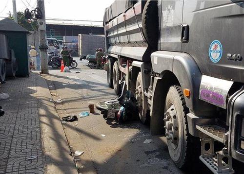 Tin tai nạn giao thông mới nhất ngày 20/3/2019: Bị xe ben kéo lê 5 m, người đàn ông tử vong tại chỗ - Ảnh 1